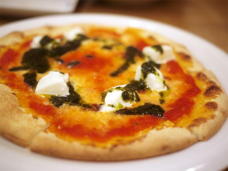 トリデンテのモッツァレラチーズピザ